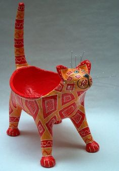 Papier Mache Cat Bowl More Paper Crafts - The Ultimate Craft Ideas Paper crafts had been very popula Paper Mache Projects, Paper Mache Clay, Paper Mache Sculpture, Paper Mache Crafts, Paper Mache Bowls, Sculpture Ideas, Cat Crafts, Diy And Crafts, Arts And Crafts