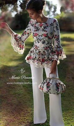 VESTIDOS PARA MADRES DE COMUNIÓN Look Fashion, Hijab Fashion, Fashion Dresses, Womens Fashion, Blouse Patterns, Blouse Designs, Flowery Dresses, Mode Chic, Vestidos Vintage