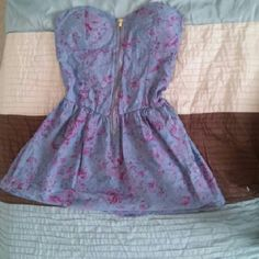 *Like NEW*Tub top. Didn't fit Flared, zip back,perfect condition! Cute a summerey Toska Tops