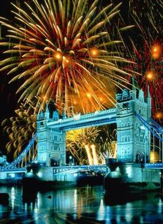 Nouvel an à Londres (New Year's Eve in London, UK) Sightseeing London, London Travel, New Year London, London 2016, London Night, Rio Tamesis, Destinations, Fire Works, England And Scotland