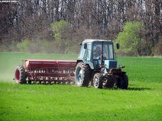 LANGEO.ORG: МТЗ-82. Внесение удобрений. Belarus-82. Fertilizat...