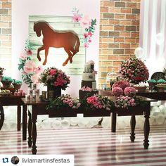 Decor com o tema cavalos por@liviamartinsfestas Parabéns!! #euindicoessadecor #liviamartinsfestas #festainfantil