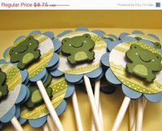 GREEN FROG Cupcake toppers   If I do the cake with this frog, these toppers would be nice for cupcakes.