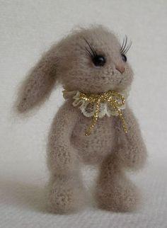 Mesmerizing Crochet an Amigurumi Rabbit Ideas. Lovely Crochet an Amigurumi Rabbit Ideas. Knitted Bunnies, Knitted Animals, Knitted Dolls, Crochet Dolls, Crochet Rabbit, Crochet Bunny, Knit Or Crochet, Cute Crochet, Amigurumi Doll