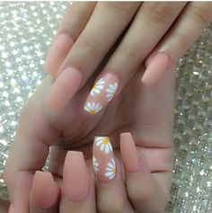 Maybe you have found your nails lack of some fashionable nail art? Sure, recently, many girls personalize their nails with beautiful … Acrylic Nails Natural, Summer Acrylic Nails, Cute Acrylic Nails, Cute Nails, Coffin Nails Designs Summer, Acrylic Nail Designs For Summer, Acrylic Nail Designs Coffin, Nail Art Designs, Daisy Nails