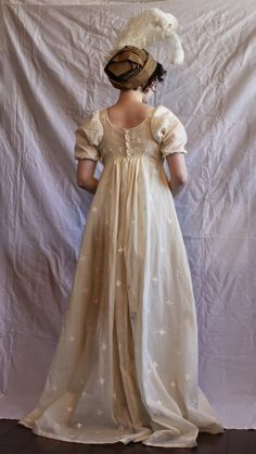Possible costume to make. From: Diary of a Mantua Maker: Fitting Regency Gowns Part II [A wonderfully fitted gown! Vintage Gowns, Vintage Outfits, Vintage Fashion, Victorian Dresses, Victorian Gothic, Gothic Lolita, Steampunk Fashion, Gothic Fashion, Regency Dress