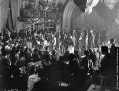 The audience watches the grand finale of the first ever afternoon cabaret performance in Britain, which took place in Princes Restaurant. (Photo by Topical Press Agency/Getty Images). December 1924