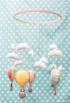 Felt Hot Air Balloon baby mobile (includes pattern). I love the cute little animals in the balloon baskets!