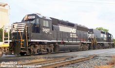 RAILROAD Freight Train Locomotive Engine EMD GE Boxcar BNSF,CSX,FEC,Norfolk Southern,UP,CN,CP,Map : Locomotives GP40-2