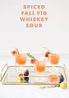 Helloooo Kicking off the season with this delicious Spiced Fig Whiskey Sour, made with Syrup, and Whiskey! Whiskey Sour, Whiskey Cocktails, Irish Whiskey, Rye Whiskey, Cinnamon Syrup, Cinnamon Sticks, Whisky Tango, Brunch, Prosecco
