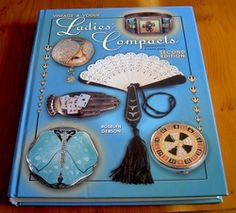 Encyclopedia of Powder Compacts and Carryalls by Roslyn Gerson