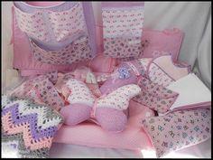 """Conjunto de peças em tecido para quartinho de bebé """"A Fada e os pózinhos perlimpimpim lilás""""."""