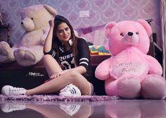 ❤❤❤❤❤❤i want big teddy bear room – Monkey Stuffed Animal Big Teddy Bear, Teddy Girl, Stylish Girls Photos, Stylish Girl Pic, Stylish Dp, Photography Poses Women, Girl Photography Poses, Cute Girl Photo, Girl Photo Poses