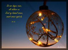 evaswindow – FØRSTEHJELPSKRIN TIL KONFIRMANTEN Christmas Bulbs, Holiday Decor, Home Decor, Decoration Home, Christmas Light Bulbs, Room Decor, Home Interior Design, Home Decoration, Interior Design