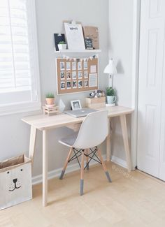 8 Endless ideas: Minimalist Home Small Tiny House minimalist bedroom neutral benches.Minimalist Home Colour Woods minimalist bedroom color shelves.Minimalist Bedroom How To Beds. Home Office Design, Home Office Decor, Office Designs, Office Table, Small Home Office Desk, Small Home Offices, Small Office Decor, Decorating Office Desks, Tiny Office