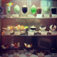 『喫茶店のショーウインドウ』お出掛けの時にだけ食べられる贅沢品。定番はプリンアラモードでした Showa Period, Showa Era, Fake Food, Japanese Sweets, Ol Days, Old Ones, Nihon, Gothic Art, The Good Old Days