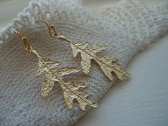 Textured Matte Gold Oak Leaf Earrings Dangles by boxerlovinglady Leaf Earrings, Etsy Earrings, Dangle Earrings, Etsy Vintage, Vintage Items, Family Symbol, Or Mat, Vintage Vogue, Nature Inspired