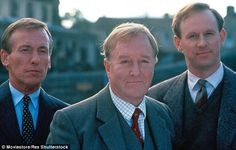 Sarah Jessica Parker and Hugh Laurie have allegedly been lined up to star in the big budget re-make of the BBC's vintage veterinary drama All Creatures Great And Small. James Herriot, Robert Hardy, British Period Dramas, Prinz Charles, Hugh Laurie, Uk Tv, Tv Land, Comedy Tv, Classic Man