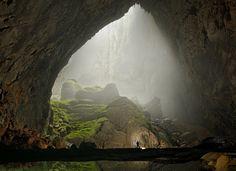 A maior caverna do mundo fica no Vietnã. A caverna de Hang Son Doong é tão profunda que poderia abrigar um prédio de 40 andares http://catr.ac/p528348 #cave #vietnam #paradise