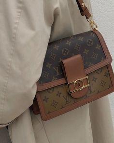 Uñas Fashion, Fashion Bags, Fashion Accessories, Fashion Ideas, Fashion Beauty, Winter Fashion, Louis Vuitton Necklace, Sacs Design, Accessoires Iphone