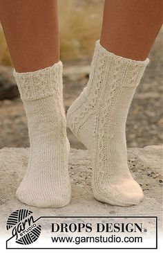 Socks & Slippers – Free knitting patterns and crochet patterns by DROPS Design – Knitting Socks Crochet Mittens, Knitted Slippers, Knitting Socks, Knit Crochet, Crochet Granny, Knit Cowl, Hand Crochet, Knitting Patterns Free, Knit Patterns