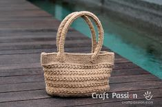 Crochet Purses Ideas - Crochet pattern of star stitch tote by using jute twine. Picture tutorial and video link available to make the instruction easy to understand Crochet Gratis, Crochet Tote, Crochet Handbags, Crochet Purses, Free Crochet, Basket Weaving Patterns, Purse Patterns, Sewing Patterns Free, Free Pattern