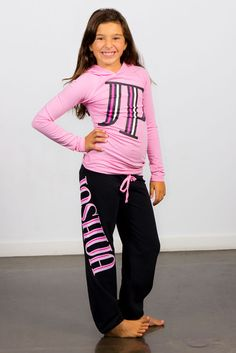 What a great look! Black and pink cozy outfit, Joshua perets apparel, Comfortable, girls and teens Girl Fashion, Fashion Outfits, Fashion Trends, Urban Looks, Cute Girl Outfits, Color Mixing, Passion For Fashion, Cute Girls, Fabrics