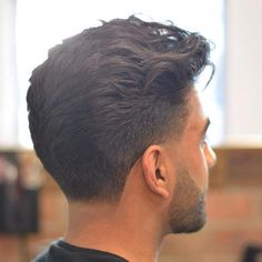 There are many great hairstyles for men with wavy hair. Men with wavy hair even have an elegant volume and High Fade Haircut, Taper Fade Haircut, Tapered Haircut, Cool Hairstyles For Men, Cool Haircuts, Haircuts For Men, Classic Mens Hairstyles, Wavy Hairstyles, Medium Hair Styles