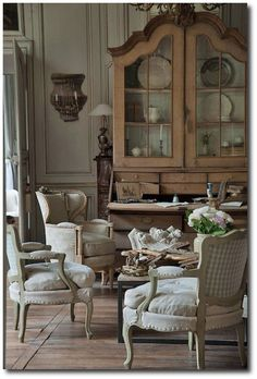 Interiors that are decorated in French country style always looks great. French country decor usually looks quite simple yet very elegant. Living room is certainly an important place. This collection will make the choice of a set of French country style l French House, French Country Design, French Country Living Room, House Design, French Furniture, French Decor, Home Decor, Country Living Room Design, Country Living Room