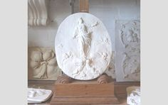 An English relief cast plaster plaque of the Madonna - Sculptural works, Fossils, Tribal, Geological & Taxidermy - Works of Art & Natural Hi...£65.00