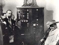 Guglielmo Marconi e la Radio Vaticana.  Pope from Desio Pio XI, the Pope of Communication and Subsidiarity, with Guglielmo Marconi in the occasion of the launching of Radio Vaticana.   Fu Papa Pio XI a chiedere a Marconi di progettare la Radio Vaticana verso la fine degli anni Venti.