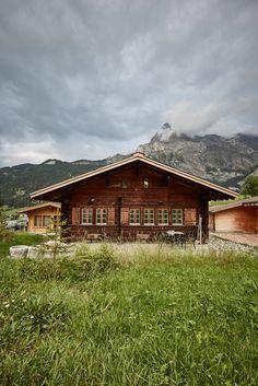 Wer träumt nicht von dem perfekten Ferienhaus? Im Schweizer Dorf Gsteig steht ein besonders schönes Chalet, das auch noch eine bewegte Geschichte hat.