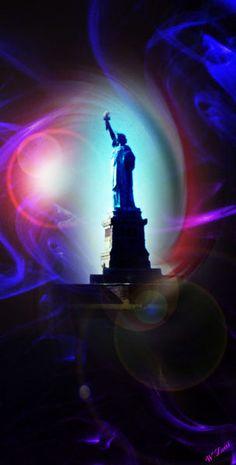 'New York  Freiheitsstatue 9' von Walter Zettl bei artflakes.com als Poster oder Kunstdruck $22.17