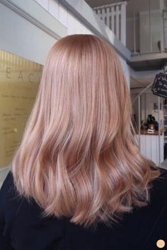 Hair Color Fashion 2020 - Beauty and Fashion Femina - Cabello Rubio Peach Hair, Rose Hair, Blond Rose, Blonde Hair Looks, Pink Blonde Hair, Blonde Color, Ginger Blonde Hair, Pastel Blonde, Blonde Dye