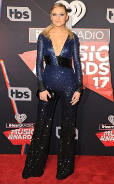 Kelsea Ballerini in a navy sequin Pamela Roland jumpsuit at the HeartRadio awards Celebrity Red Carpet, Celebrity Style, Teen Choice Awards 2016, Navy Gown, Sequin Outfit, Kelsea Ballerini, Red Carpet Gowns, Nice Dresses, Formal Dresses