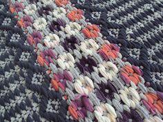 Weaving Projects, Weaving Art, Hand Weaving, Fabric Yarn, Woven Fabric, Swedish Weaving, Recycled Fabric, Fabric Manipulation, Weaving Techniques