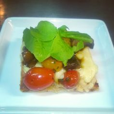 Entrada fría: Salteado de cherries, hongos Portobello y rúcula