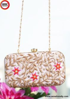 Elegant clutch with zari work to make you look ultimate gorgeous in the party season....  #clutch #handbag #slingbag #fashion #accessories #zari #floral #wowtrendy