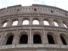 Belo clique do Viajante @samuelrigueiral seguindo no tema do #thefabulousproject #Metade - Palco de diversas batalhas e espetáculos o #Coliseu em #Roma é uma viagem e uma visita à história!   #Itália #SeViraNoMundo #italy #Aroundtheworld #instatravel #travel #trip #historicalplace #viagens