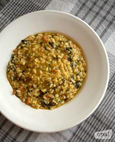 Una vez más, una receta improvisada de sobras que merece la pena recordar:     En ella he aprovechado el caldo de cocer unas verduras, un...