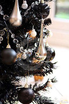 35 Black Christmas Tree Ideas 'coz everything else is just Background Noise - Hike n Dip - - I bet you agree that there is something magnetic and irrestible about the color black! Why not try some elegant Black christmas tree ideas for Christmas? Black Christmas Tree Decorations, Black Christmas Trees, Modern Christmas, Christmas 2019, All Things Christmas, Christmas Holidays, Christmas Ideas, Christmas Balls, Christmas Inspiration
