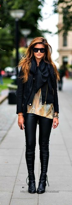 Street style ♥ Leather leggings!