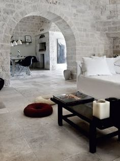 Calm, cool, relaxing (most of this house is amazing!!) http://paonote-room269.blogspot.com/2011/04/inspire-interior.html