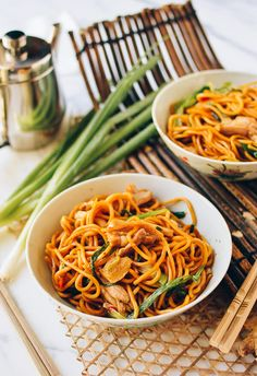 #Ginger #Scallion #Hokkien #Noodles recipe by the Woks of Life, (8 oz boneless chicken thigh, fresh lo mein noodles) | thewoksoflife.com