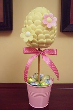 idee cadeau maitresse 2019 easter egg shaped white choc button candy tree with edible flow Le don de Chocolate Crafts, Easter Chocolate, James Cagney, Candy Trees, Sweet Trees, Candy Crafts, Chocolate Bouquet, Easter Tree, Candy Bouquet