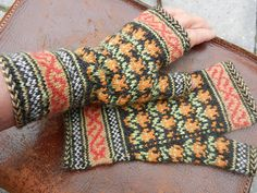 Ravelry: siouxian's Mughal Mitts - Tulip