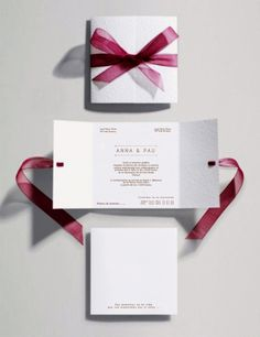 Tarjeta de boda realizada en cartulina Conqueror Contour de 160 grs. Una de las cartulinas más demandadas por nuestros clientes para sus invitaciones