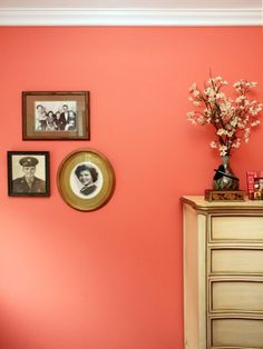 Pantone Color of the Year 2019 - Coral Paint Matches Coral Paint Colors, Best Paint Colors, Wall Colors, House Colors, Coral Color Decor, Neutral Paint, Gray Paint, Living Room Colors, Living Room Paint
