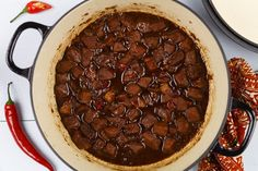 Be celeng base manis (gestoofd vlees in ketjap) - Erik's Asia One Pot Dinners, Asian Recipes, Ethnic Recipes, Crockpot, Slow Cooker, Beef, Baking, Vegetables, Food