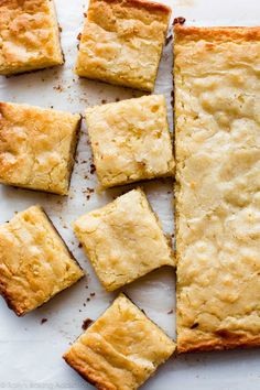 Instead of chocolate, try these homemade 1 bowl white chocolate brownies next time. Fudge Brownies, White Brownies, White Chocolate Brownies, Chocolate Morsels, Köstliche Desserts, Delicious Desserts, Dessert Recipes, Yummy Food, Brownie Desserts
